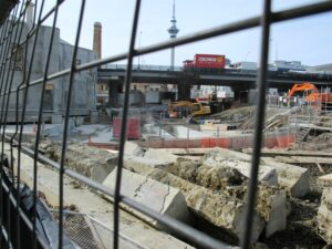 Building VicSt tunnel 300x225 Walks in Auckland   Victoria Park and Markets